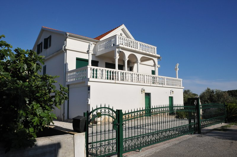 Villa Valic Appartement Classic, holiday rental in Ciovo Island