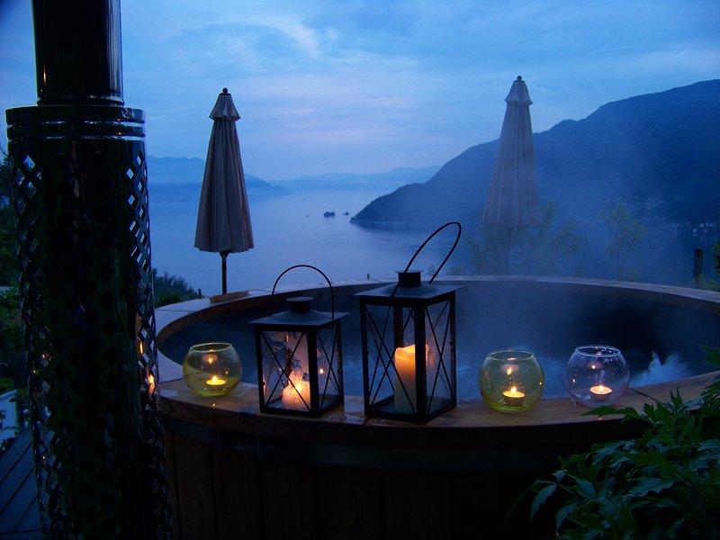Sun terrace whit hot tub over the lake ...