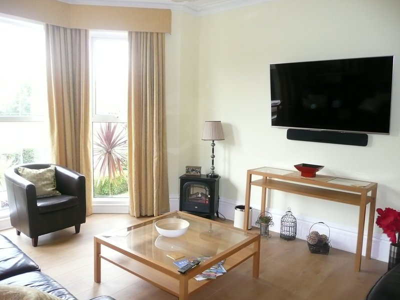 Large bright sitting room with 58' smart TV and sound bar