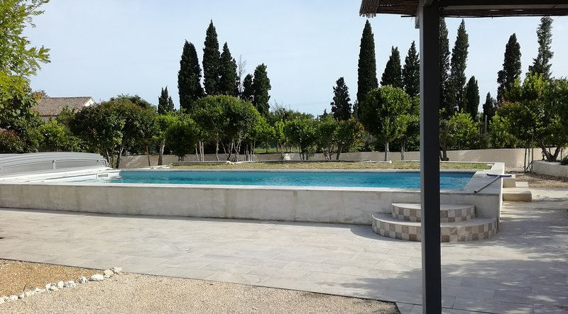 Nice apt with pool access & terrace, holiday rental in Maillane
