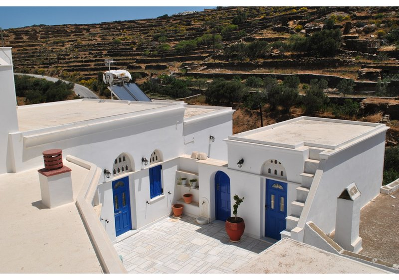 Cycladic  2 bedroom Villa in Tinos island, holiday rental in Tinos Town