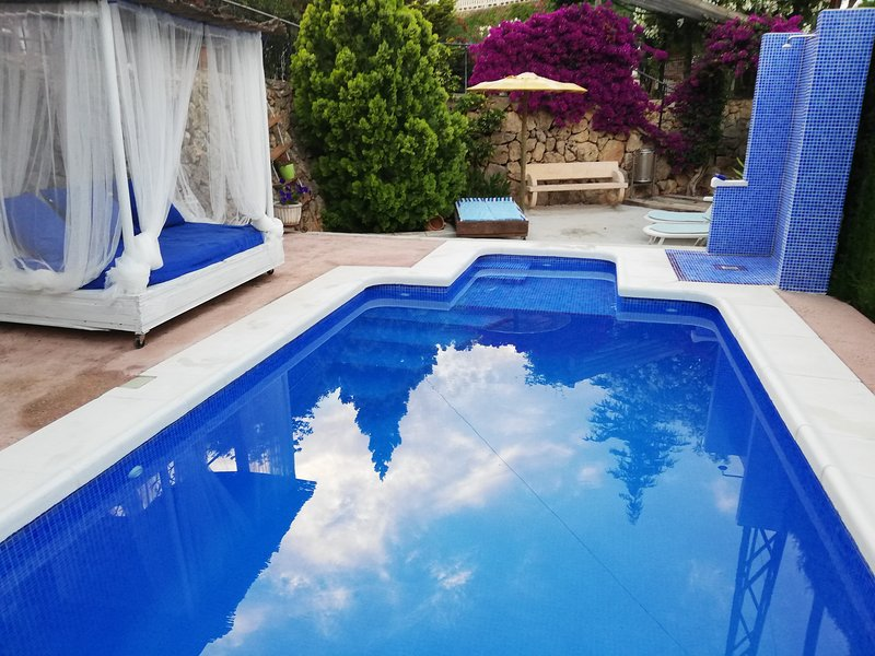 Casa con piscina, jardín y parking. Entorno natural, vacation rental in Gandia