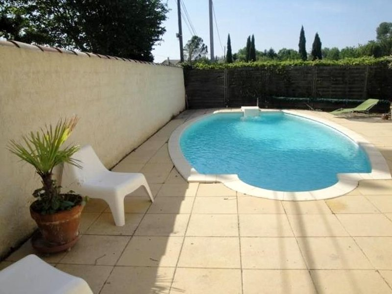 Spacious villa with swimming-pool, holiday rental in Le Thor
