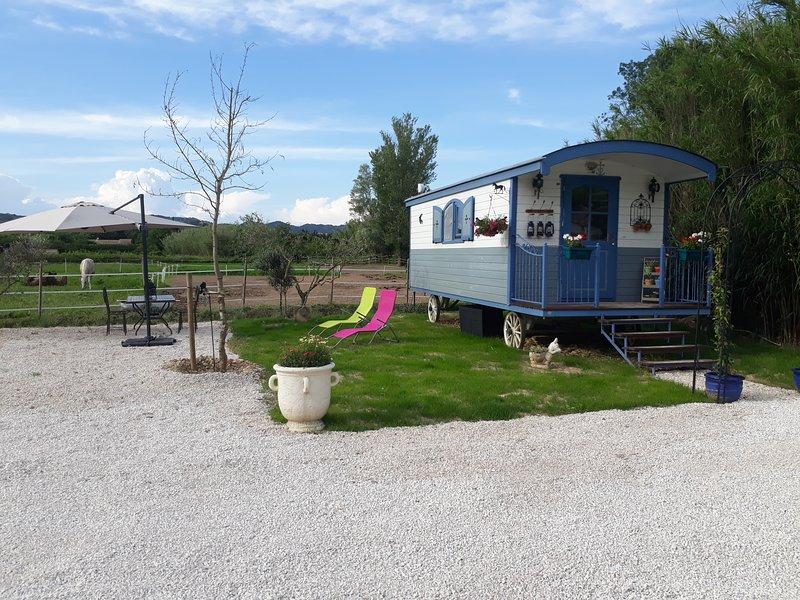 ROULOTTE 'LE JAS DE CIGALON', vacation rental in Saint-Martin-de-Crau