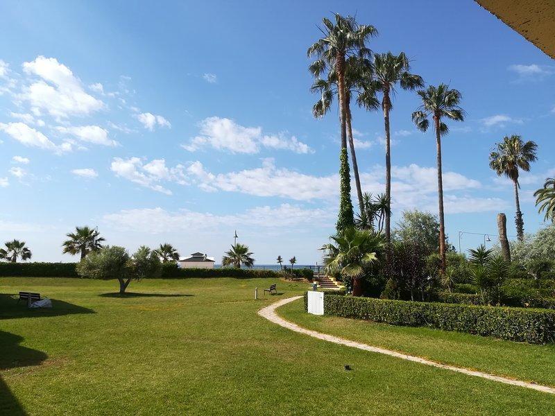 jardin con salida directa a playa
