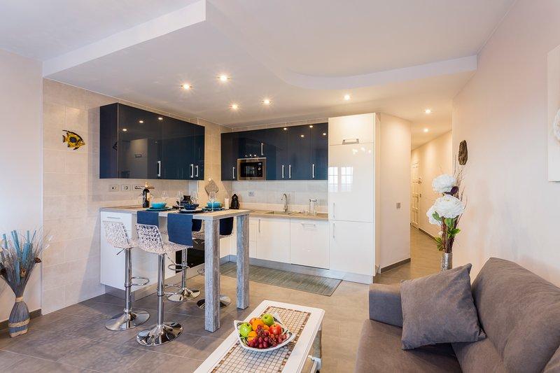 Brisa del Mar | NEW P. S. Juan | Sea-view 1-bedroom apartment, fully renovated, holiday rental in Guia de Isora