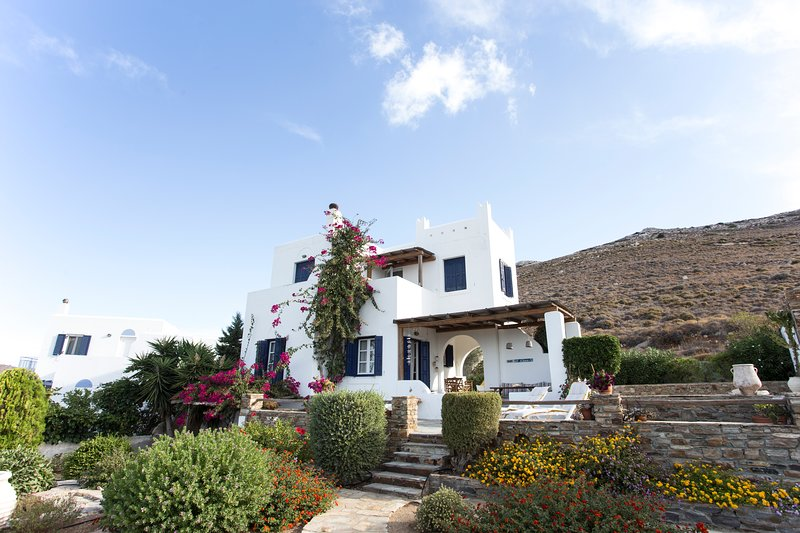 Secluded Hillside Villa With Spectacular Panoramic Views (Sleeps 8), holiday rental in Pyrgaki