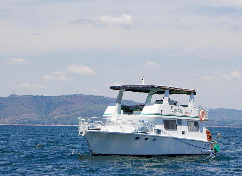 Royal Game Houseboat