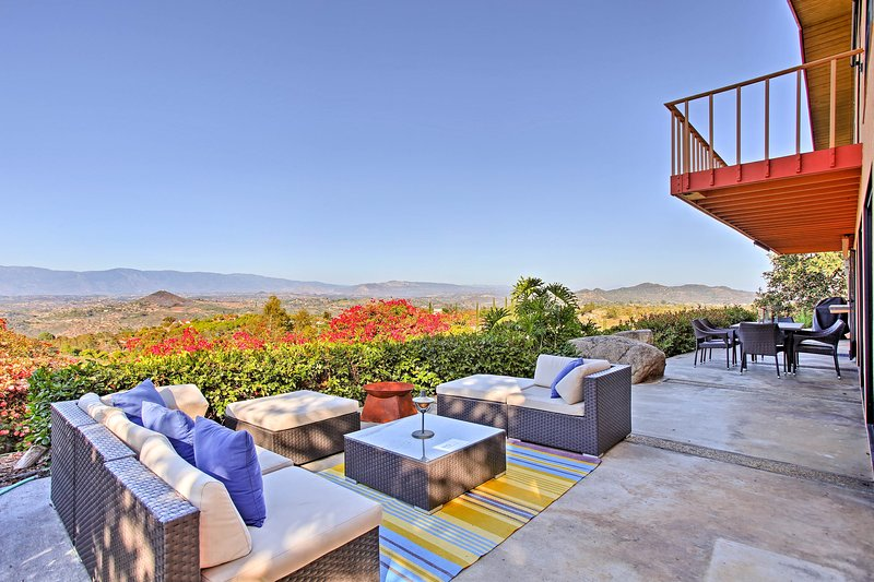 Southern CA Secluded Home w/Vineyard, Pool & Views, location de vacances à Valley Center