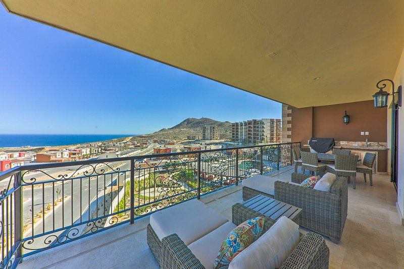 Follow your wanderlust to this upscale condo in Cabo San Lucas!