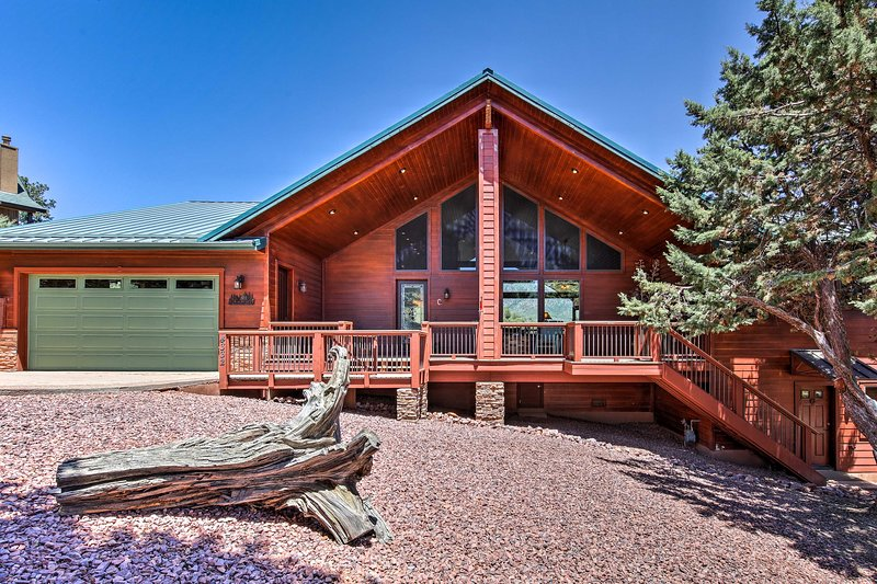 This home is perfect if you're going to attend any seasonal Pine festivals!