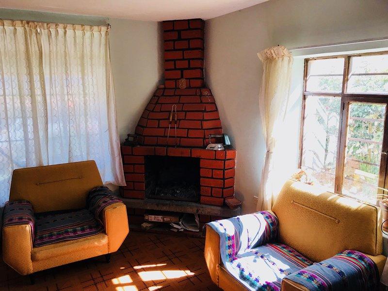 salón común con chimenea