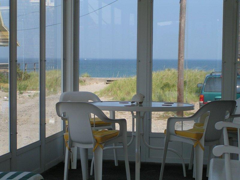 Vista del mar desde porche, un gran lugar para cenar