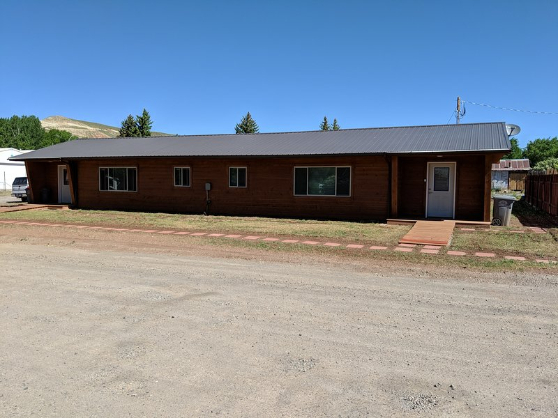 The Bunkhouse is a freshly renovated 2/4 Bedroom Duplex., holiday rental in Dubois