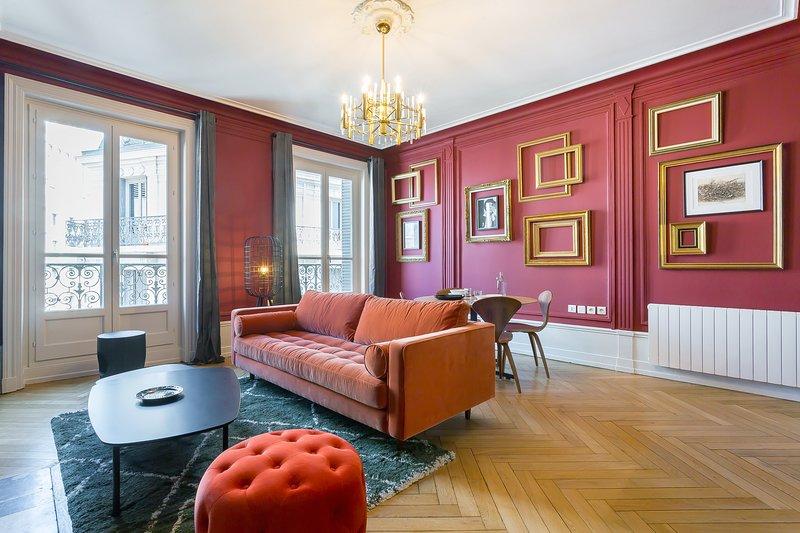Carnot - quartier Grollée- grand espace à vivre, magnifique appartement avec bal, holiday rental in Lyon