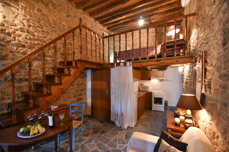 Stone House, holiday rental in Charaki