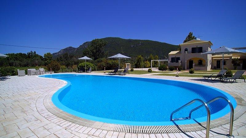 Liostasi Villa, villa de luxe avec piscine à Corfou, dort 10-11