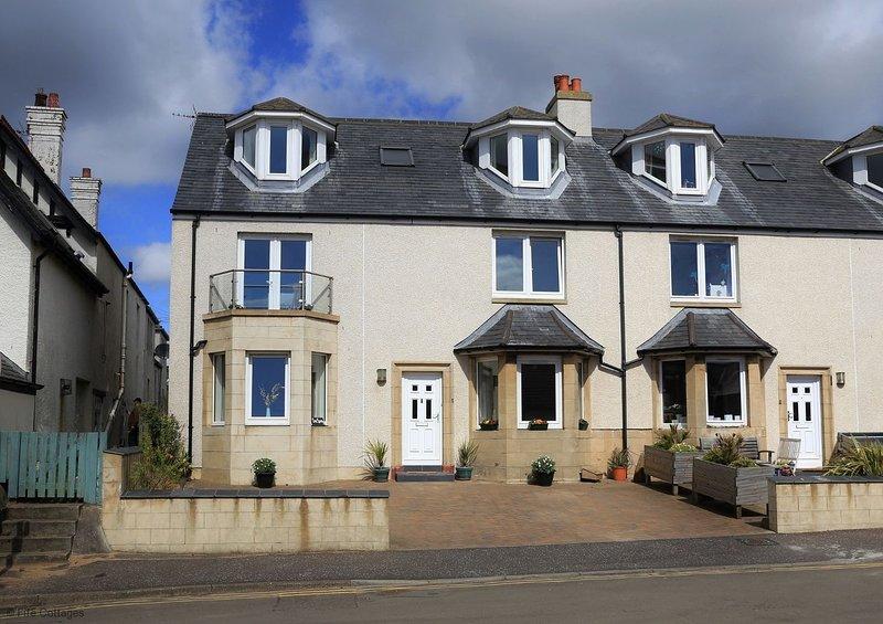 Seaspray, 1 Wadeslea, Elie, KY9 1EB - Fabulous House with stunning views, holiday rental in Elie