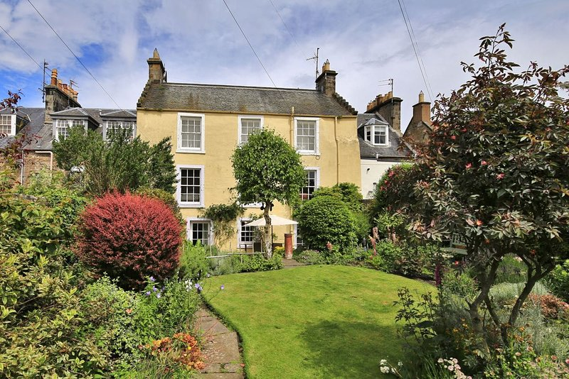 Auld Poor House, 36 North Street, St Andrews, KY16 9AQ - A lovely 18th Century l, holiday rental in St Andrews