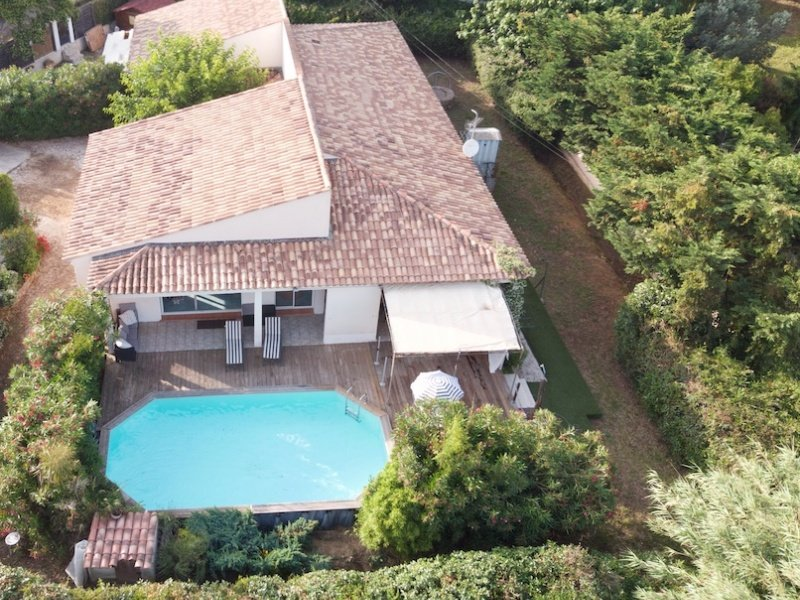 211021 3-bedroom villa, partly airco, pool, 3km from centre and Pampelone beach, Ferienwohnung in Saint-Tropez