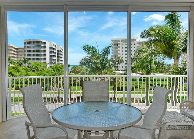 Peaceful condo w/ heated pool just a short walk from South Beach, vacation rental in Marco Island