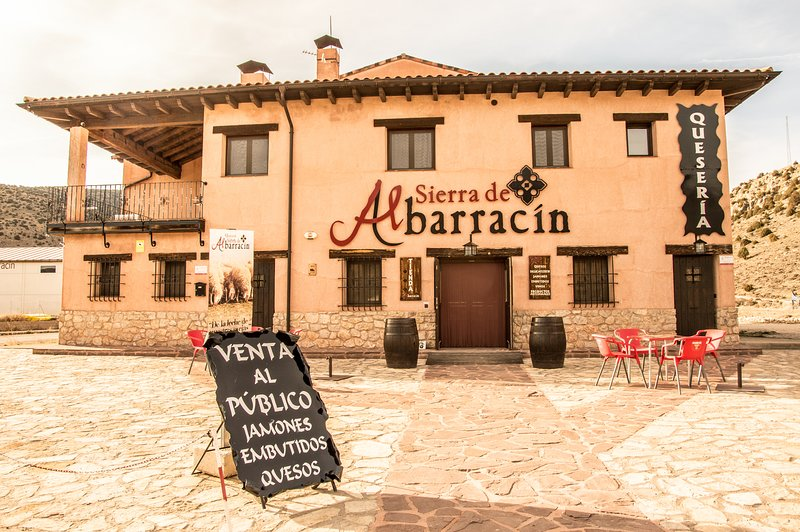 LA CASA DE LA QUESERÍA DE ALBARRACÍN, holiday rental in Noguera de Albarracin