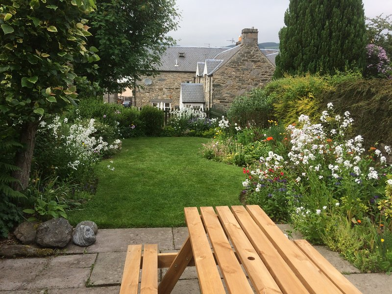 Bondhu a cosy, dog and child friendly cottage in Aberfeldy with a lovely garden, Ferienwohnung in Aberfeldy