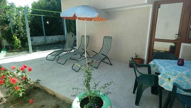 Lovely established private garden with outdoor eating area, sun loungers and BBQ