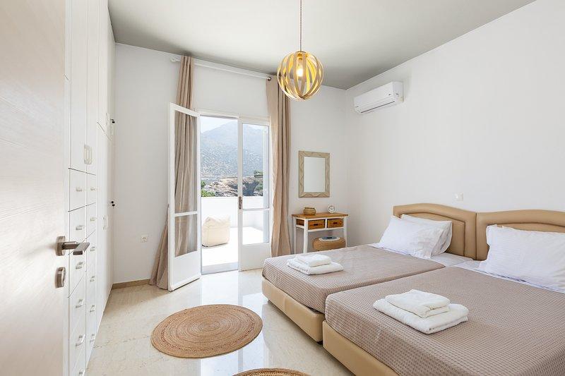 Sea-esta Beach House!, casa vacanza a Almirida