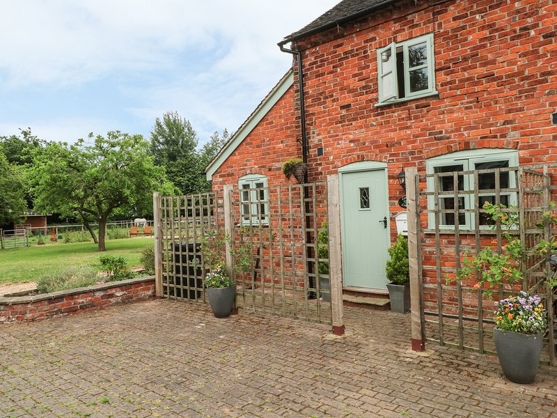 LAUREL COTTAGE, open-plan living in Arclid, holiday rental in Arclid