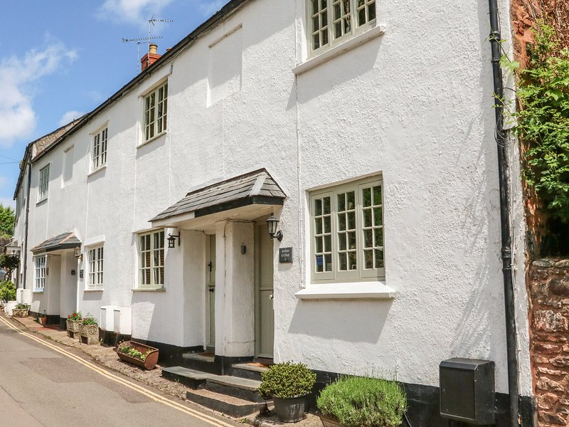 LITTLE DRAGONS easy reach of beach, period cottage with woodburner in Dunster, vacation rental in Luxborough