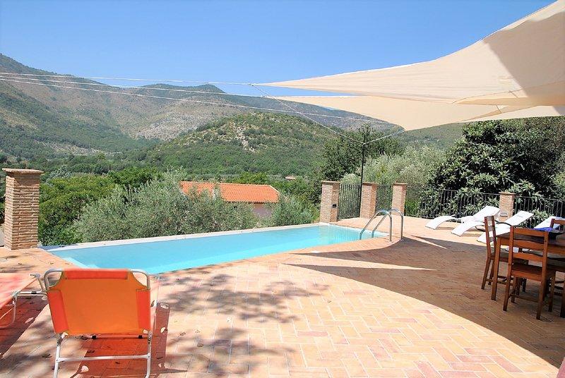 Villa panoramica con piscina, location de vacances à Itri