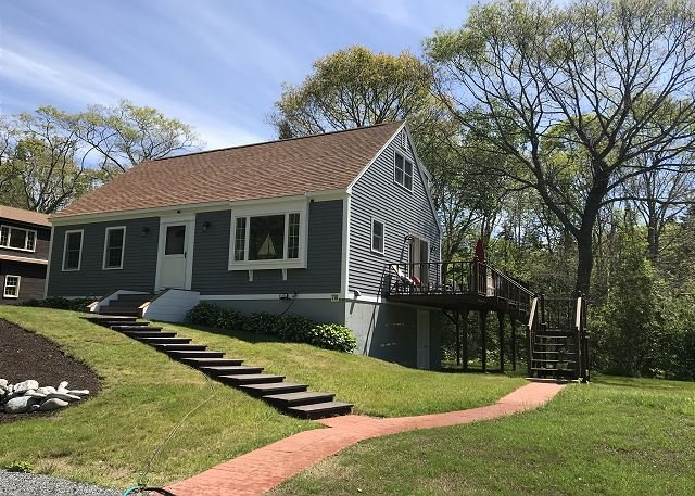 Boothbay Harbor Home w/ Water Views - Near Dining & Whale Watching, alquiler vacacional en Boothbay