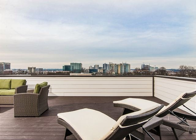 2 Nashville Townhomes w/ Epic Roof Decks, Mins to Downtown, vacation rental in Nashville