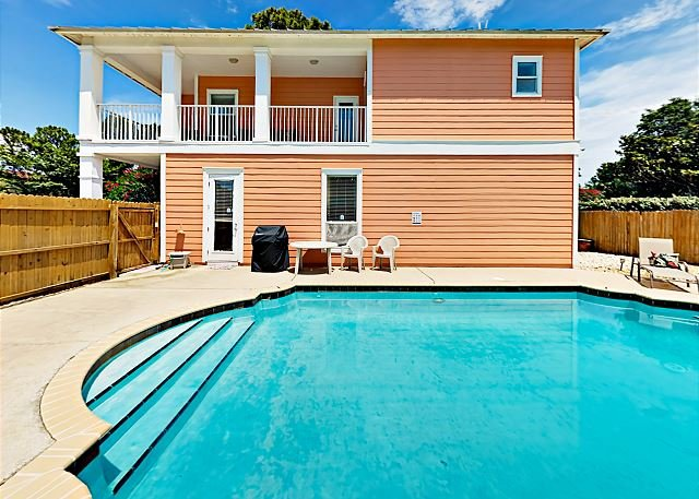Private Pool & Large Balcony -- Minutes to Shopping, 3 Blocks to Beach, vacation rental in Miramar Beach
