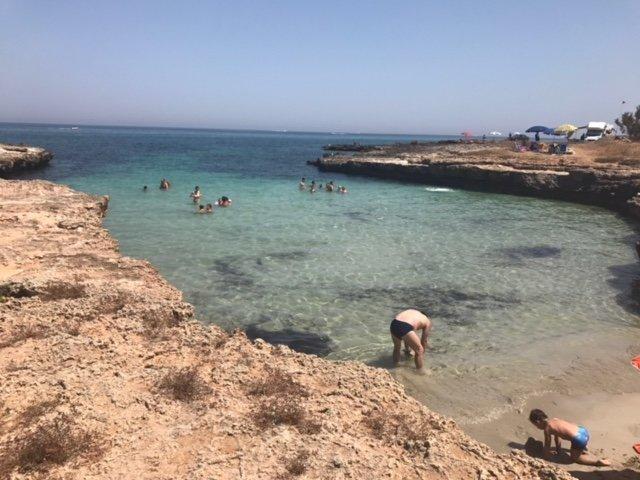 Mariana plage de la côte crénelé de Ostuni