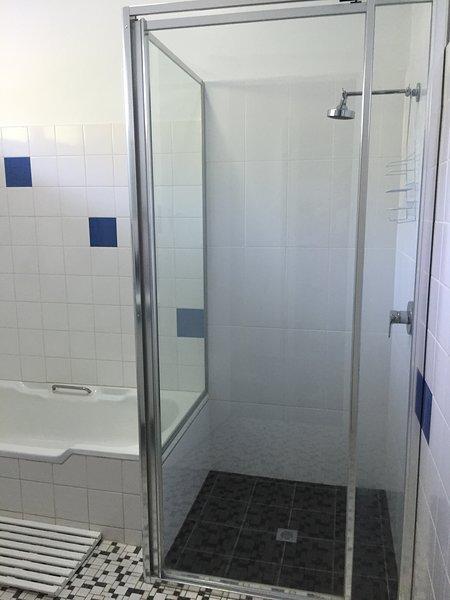 Cockleshell Cottage Bathroom
