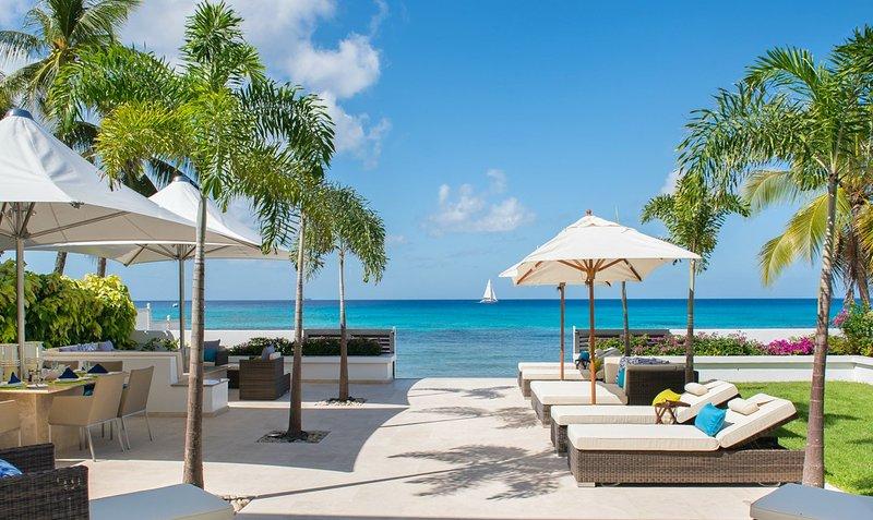 Mirador - Beachfront Elegance - 4 Bedrooms, holiday rental in Fitts