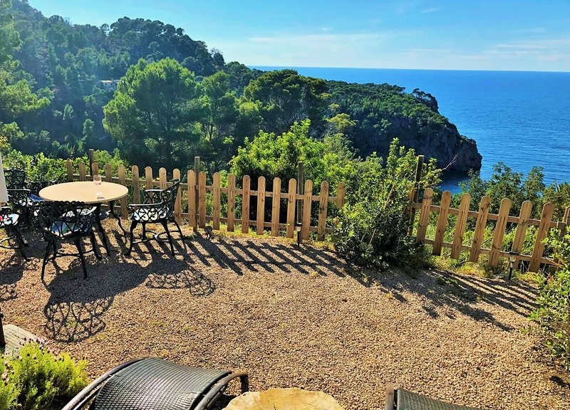 Semi-detached house, garden with panoramic sea views, holiday rental in Llucalcari