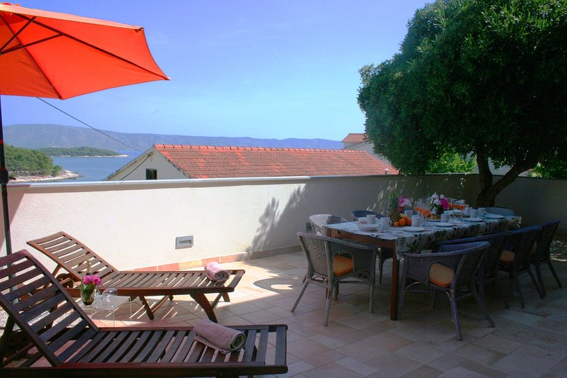 Terrace with views of the bay and the