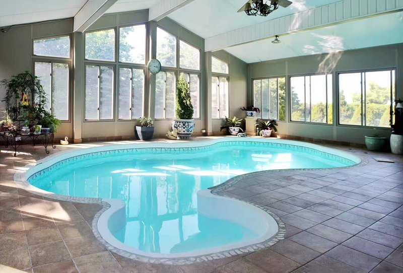 Estate Home With Indoor Swimming Pool Has Wi Fi And Private Yard