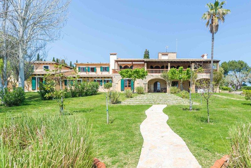 Finca rústica en golf Pollensa con piscina y tenis, vacation rental in Formentor