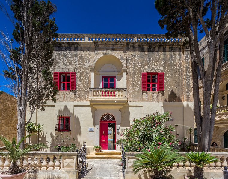 Picturesque and Stunningly Restored 300 y.o. Palazzo in Mdina's Centre, holiday rental in Dingli
