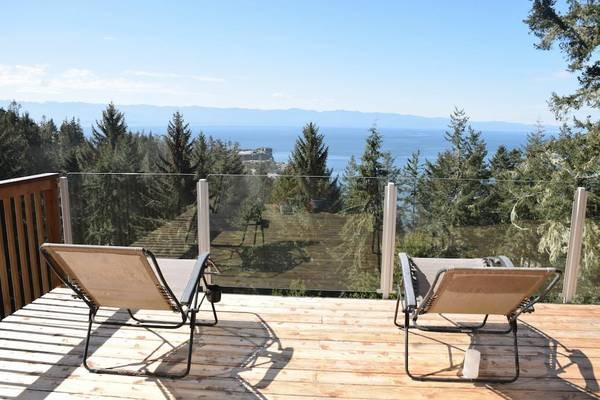 The Cabin: A Sooke Ocean and Mountain View Acreage, vacation rental in Sooke