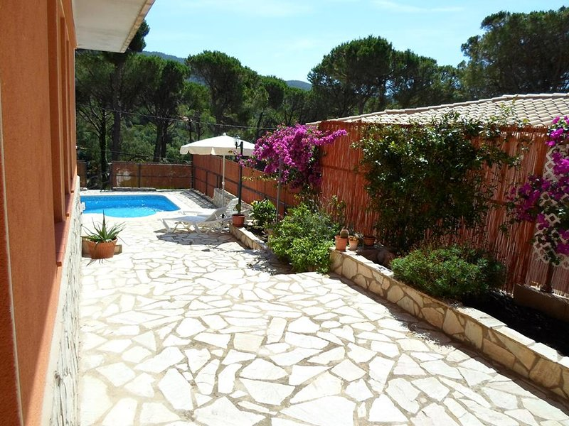 Amazing villa with swimming-pool, vacation rental in Calonge