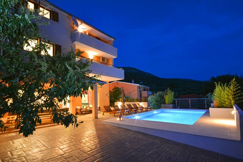 'Villa Karmen' Split, Private Garden & Heated Pool, vacation rental in Podstrana