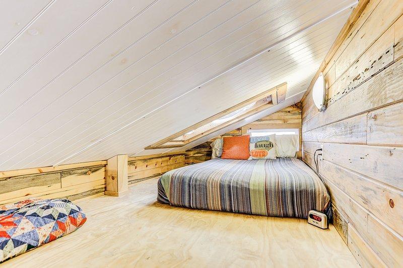 área Loft con cama de matrimonio.