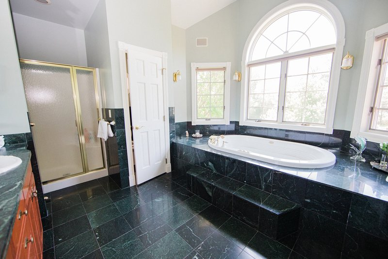 Master bath (en-quite) with Jacuzzi and walk in shower.