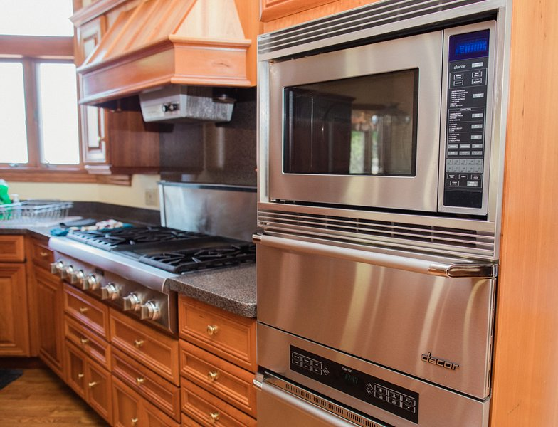 You'll love preparing meals in the gourmet kitchen with high end Thermador and Sub Zero appliances.