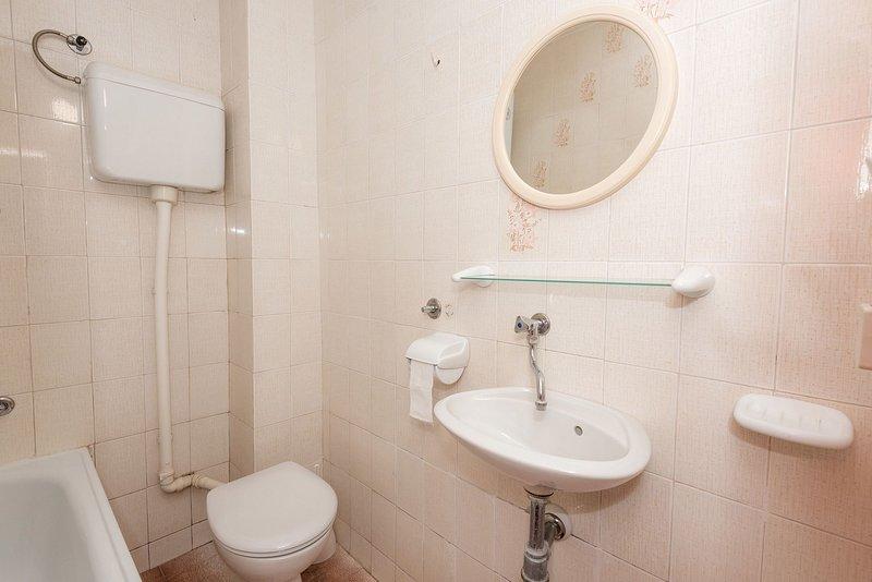 A5 (5): badkamer met toilet